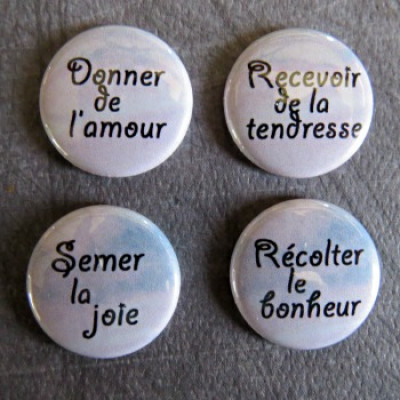 Badge mot-donner