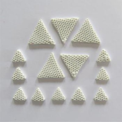 AVF36-2019- Triangles en fimo blanc