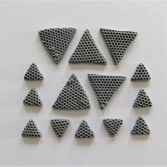 AVF43-2019- Triangles en fimo gris